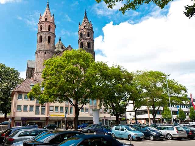 Вормс (Worms) – один из древнейших городов Германии. Здесь на холме (самая высокая точка города) находится  Собор Святого Павла, построенный еще в 12 веке. Ныне это католическая церковь. Местной достопримечательностью является памятник Мартину Лютеру и прекрасный парк вокруг него.